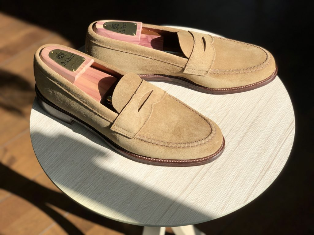 Alden tan suede unlined U-tip Loafer Van last