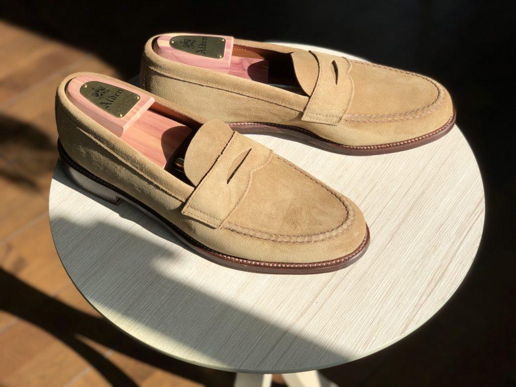 Alden tan suede unlined U-tip Loafer Van last