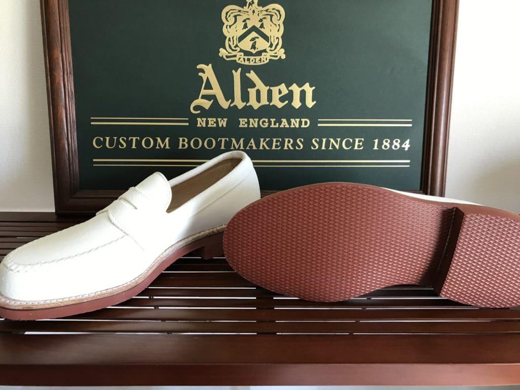 Alden White suede U-tip Loafer Van last